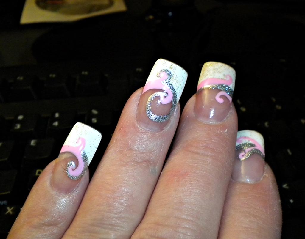 Beautiful Italian Nail Design Motif - Nail Art Ideas - morihati.com