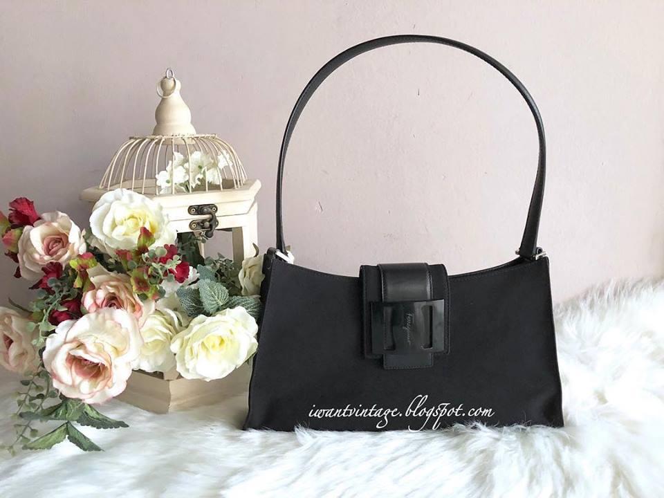 9332ae52dd34 Salvatore Ferragamo Leather-Trimmed Shoulder Bag-Black