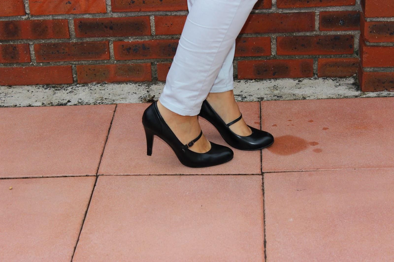 Pull brillant et pantalon bleu ciel Naf Naf chaussures Gemo