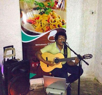 Clayton Barata em show no Carpe Diem restaurante