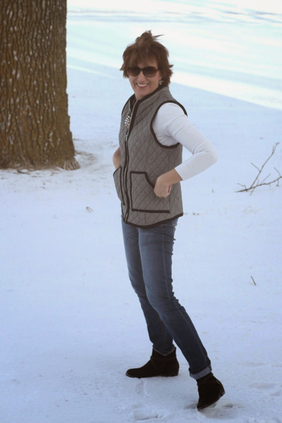 Simplicity 1499 quilted vest from black/white fabric from Emma One Sock