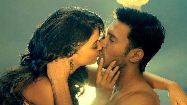 surveen chawla hot kiss creature 3d pics