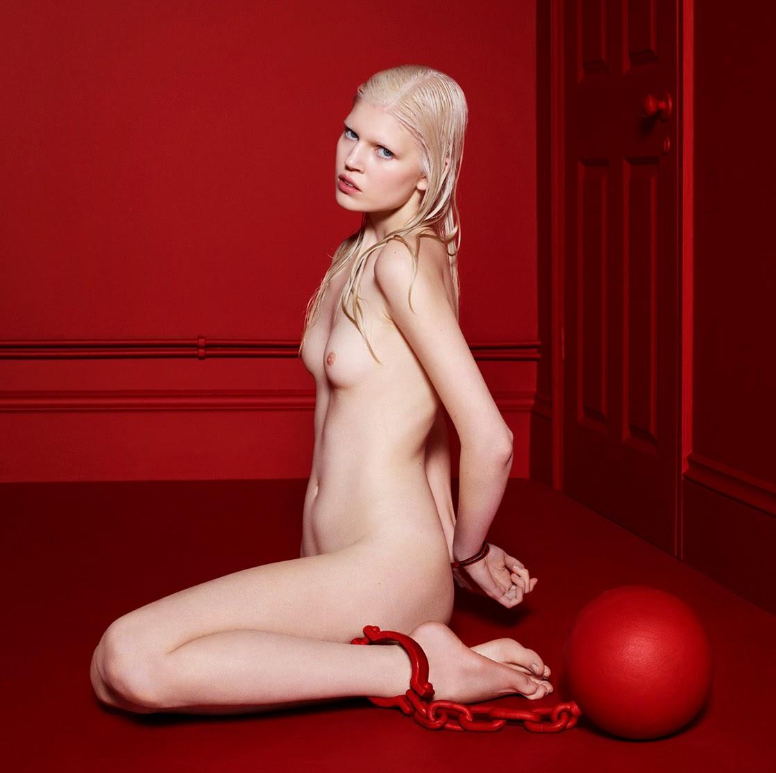 http://1.bp.blogspot.com/-T6ad4QO_VRE/Uy1CxJMsMjI/AAAAAAAA1oM/6m3cUZ8aytU/s1600/%25C2%25A9Cuneyt+Akeroglu+-+The+Red+Room+Project-009.jpg