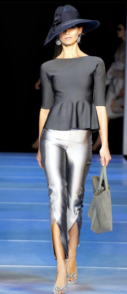 Um elegante substituto do preto -  calças prateadas
