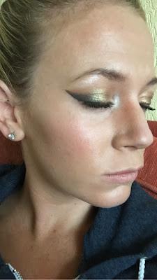 makeup, makeup tips, winged eyeliner help, makeup help, sellotape trick, sellotape tick makeup, naked palette, urban decay, MUA, winged eyeliner tips,