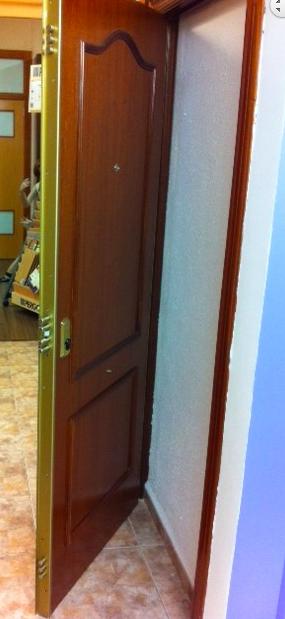 Puertas y decoraciones padral oferta puerta blindada a for Puerta blindada casa
