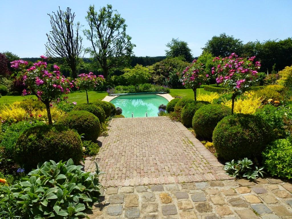 Balades dans de beaux jardins le jardin de l 39 enclos - Belle piscine de particulier ...