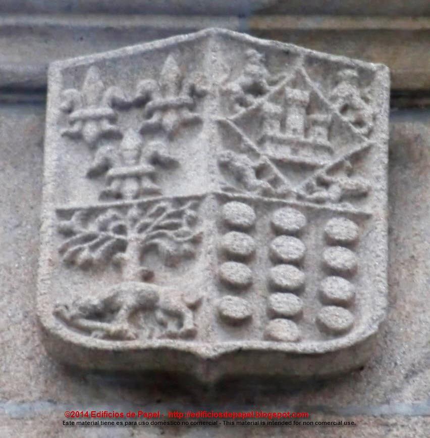 Escudos en la fachada del Liceo