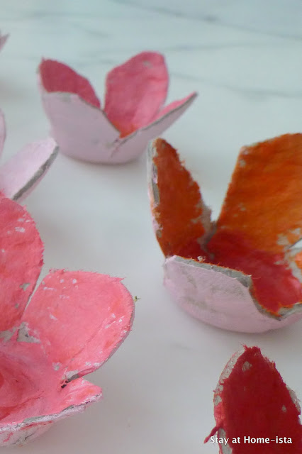 An easy craft for kids- use an egg crate to create cardboard flowers