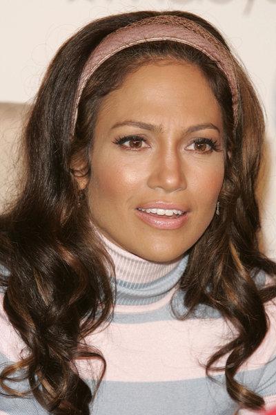 Jennifer Lopezs Dark Brown Retro Hairstyle Blondelacquer