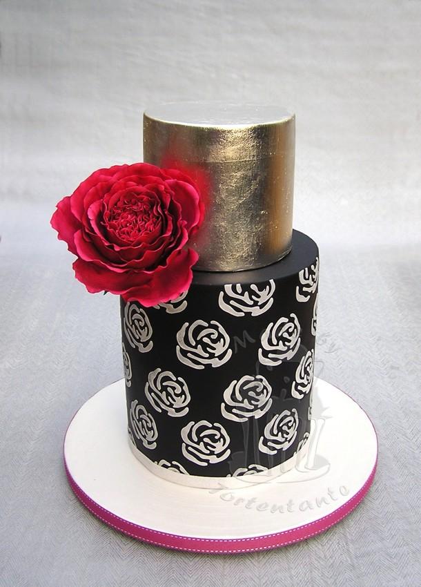 Schwarz silber Torte mit roter Zuckerrose wedding cake silver