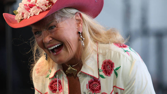 Morre Lynn Anderson, lenda da música country americana