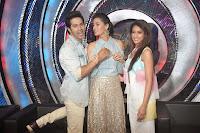 Varun Dhawan, Nargis, Ileana & Amitabh at Boogie Woogie's grand finale