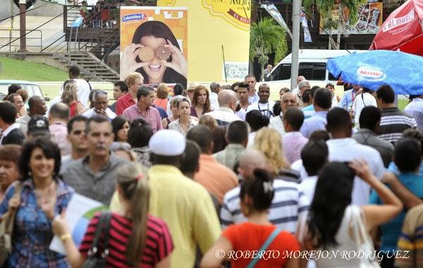 Multitud de visitantes nacionales durante la XXXI Feria Internacional de La Habana, FIHAV 2013,