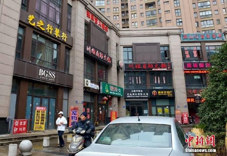 Calle en China tiendas comerciales falsas
