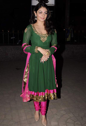 , Hot Kangna Ranaut At Diwali Celebrations To Promote 'miley Naa Miley Hum'