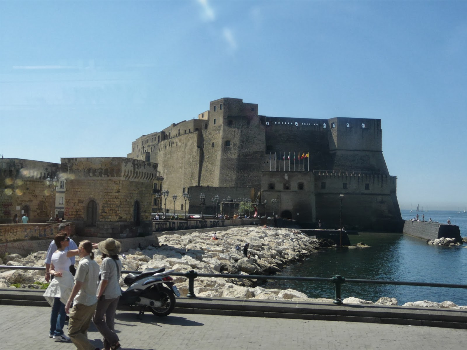 Boat-Racing-Challenge-at-Naples-Italy-Beauty-of-Italy-Castel-Nuovo