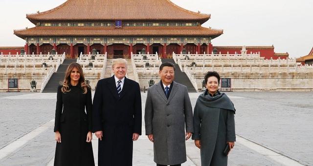 Ο Τραμπ επισκέπτεται την Κίνα.