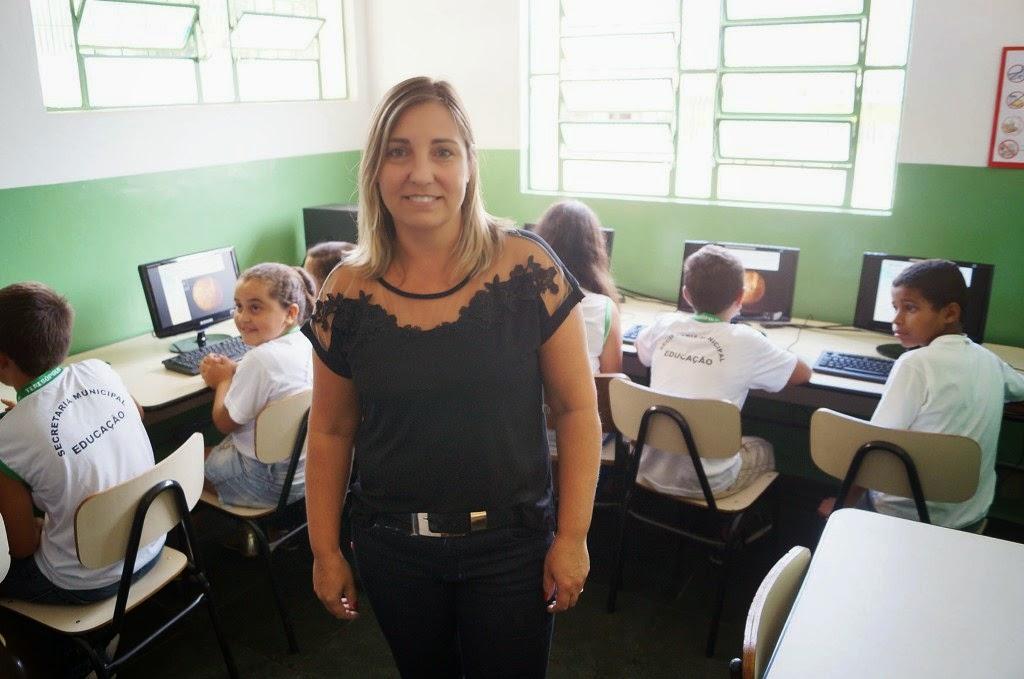 A professora de informática Valéria Martins é especialista em novas tecnologias educacionais