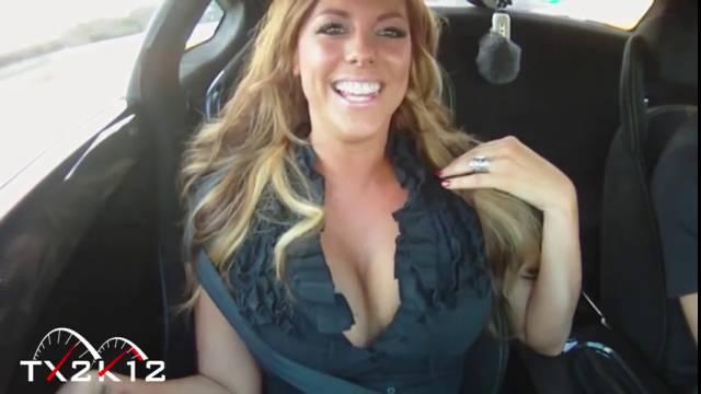 Des filles sexy dans des voitures sports de fou!