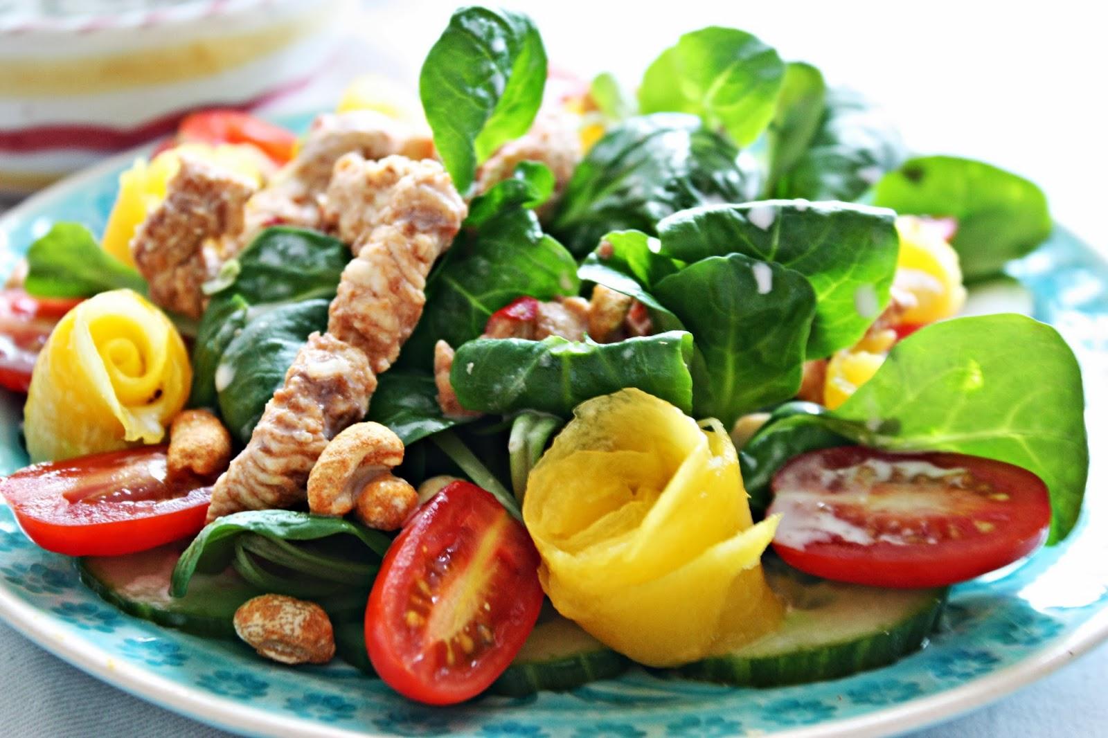 Salat marinierte Hühnchenstreifen Kokos Dressing