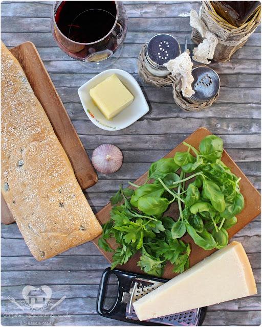 Pao aperitivo com pasta super fácil de alho e ervas frescas