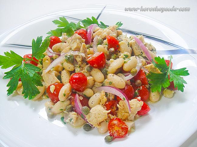 Салат с  тунцом, белой фасолью и каперсами