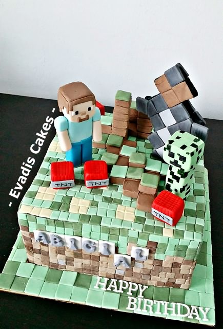 Top view picture of Minecraft cake