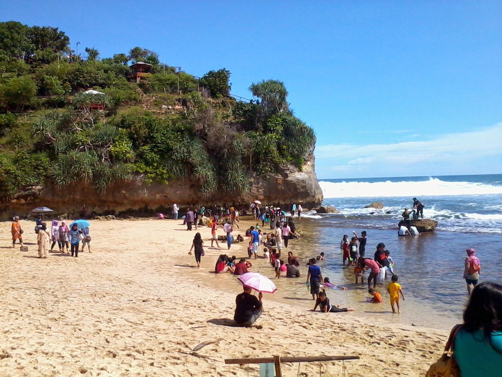 Wisata  Pantai Indrayanti - Gunung Kidul - Jogja