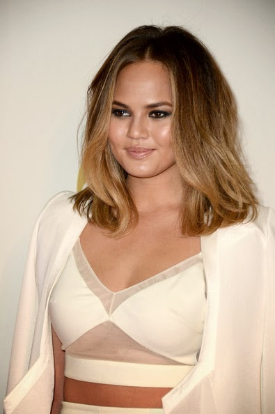 Chrissy Teigen Medium Wavy Cut Hairstyle