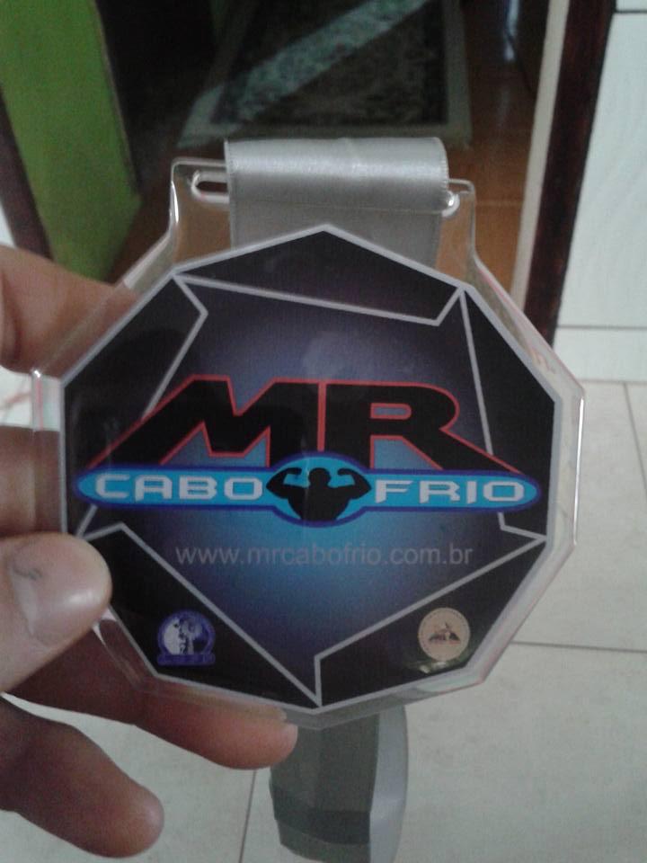 Igor Kreischer mostra medalha conquistada no Mr. Cabo Frio 2015. Foto: Arquivo pessoal