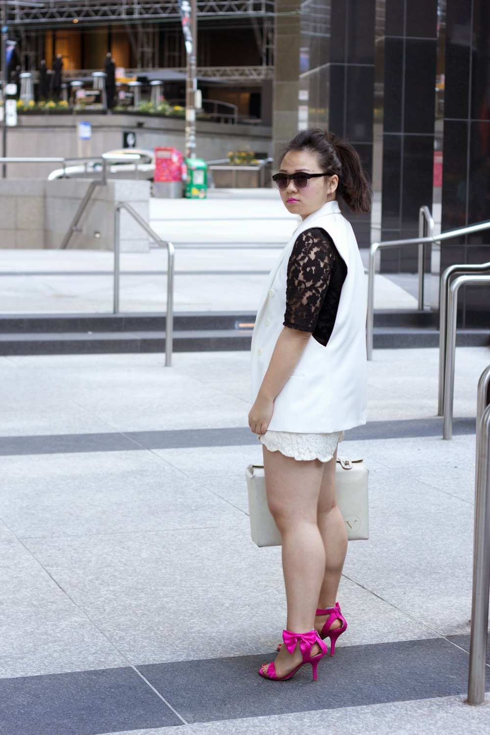 black-and-white-spring-look, lace-on-lace, white-collar-top, shorts, street-style