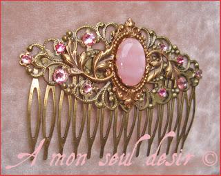 Peigne bijou médiéval renaissance accessoire cheveux coiffure nacre rose strass Swarovski medieval hair comb
