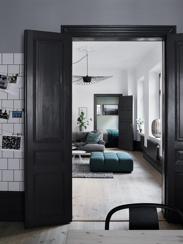 Casa Con Tonalit Verde Azzurro E Contrasto Chiaro Scuro