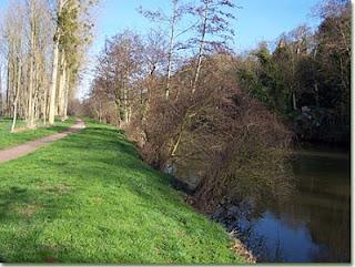 Bords de l'Orne à Louvigny (photo : Fleurysien)