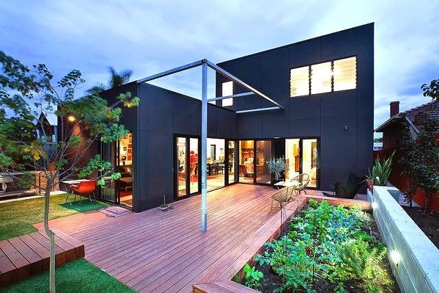 casa moderna de fachadas negras arquitexs