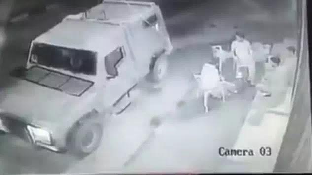 Ρίψη χειροβομβίδων από Ισραηλινούς στρατιώτες σε νεαρούς Παλαιστίνιους χωρίς λόγο (video)