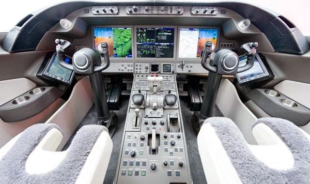 kokpit Learjet 85