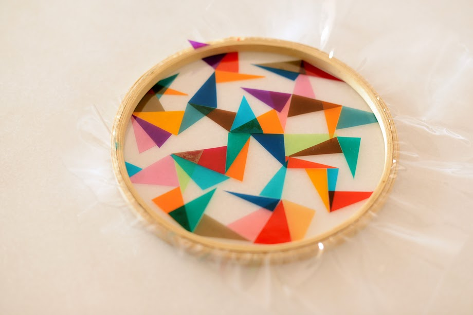 Vidriera en celofán con marco de madera