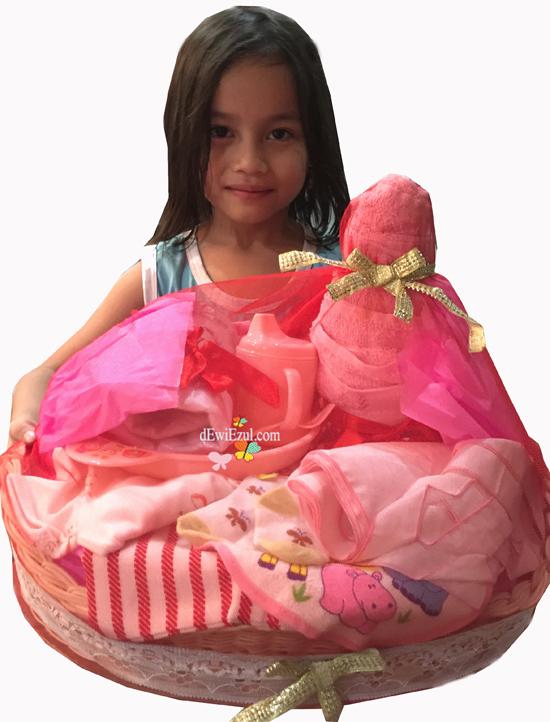 cara membuat parcel bayi,tutorial membuat parcel bayi merah,§cara membuat baby hampers parcel bayi,parcel merah,apa saja yang diperlukan untuk membuat parcel,