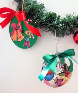 http://www.portaldeartesanato.com.br/materias/2370/enfeite+de+natal+com+papel+con-tact