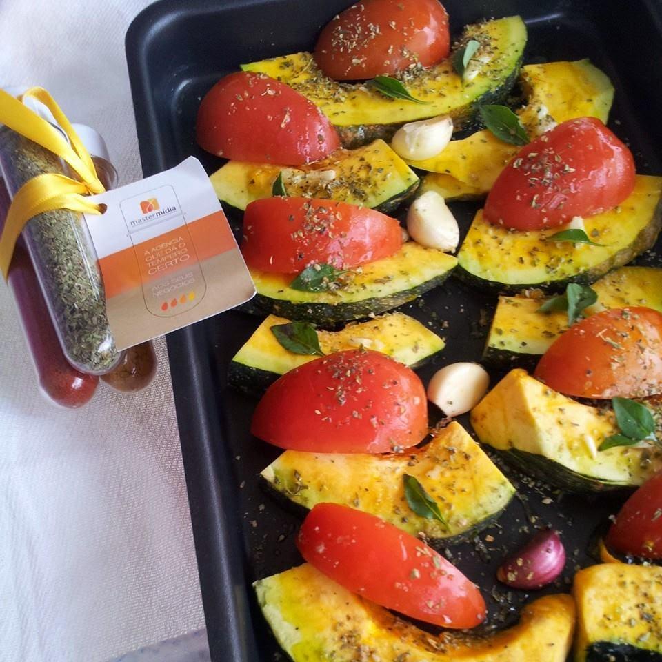 Salada de abóbora assada com tomate e rúcula