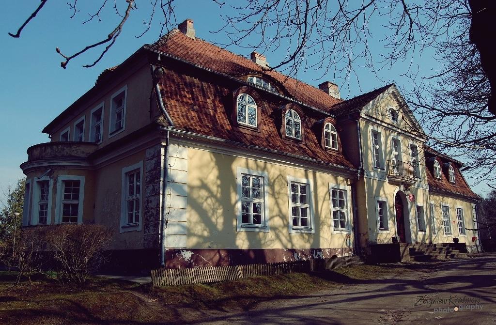 Smolajny. Dworek myśliwski, wieża bramna z oficyną i pałac - letnia rezydencja biskupów warmińskich