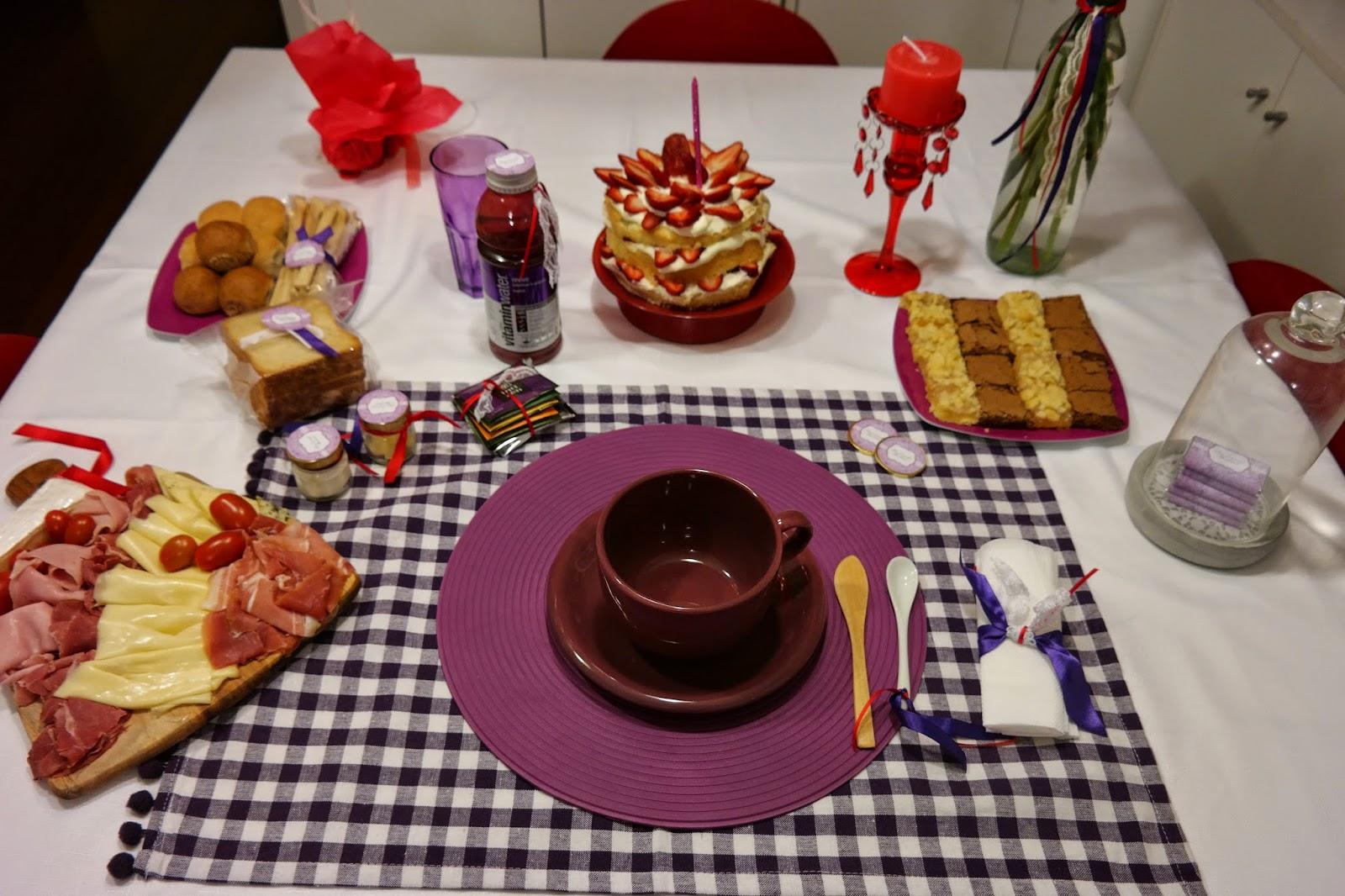 Cumples tematicos mesa desayuno de bienvenida for Mesa desayuno