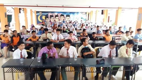 Cikgu Hailmi Ceramah Sains PT3 di SMK Paya Kemunting