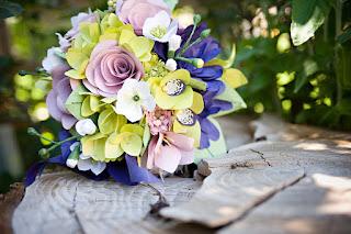 外國人會親手做一些花球給結婚當日自用