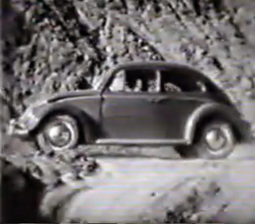 Propaganda da Volkswagen nos anos 50 para mostrar o poder e força dos seus automóveis.