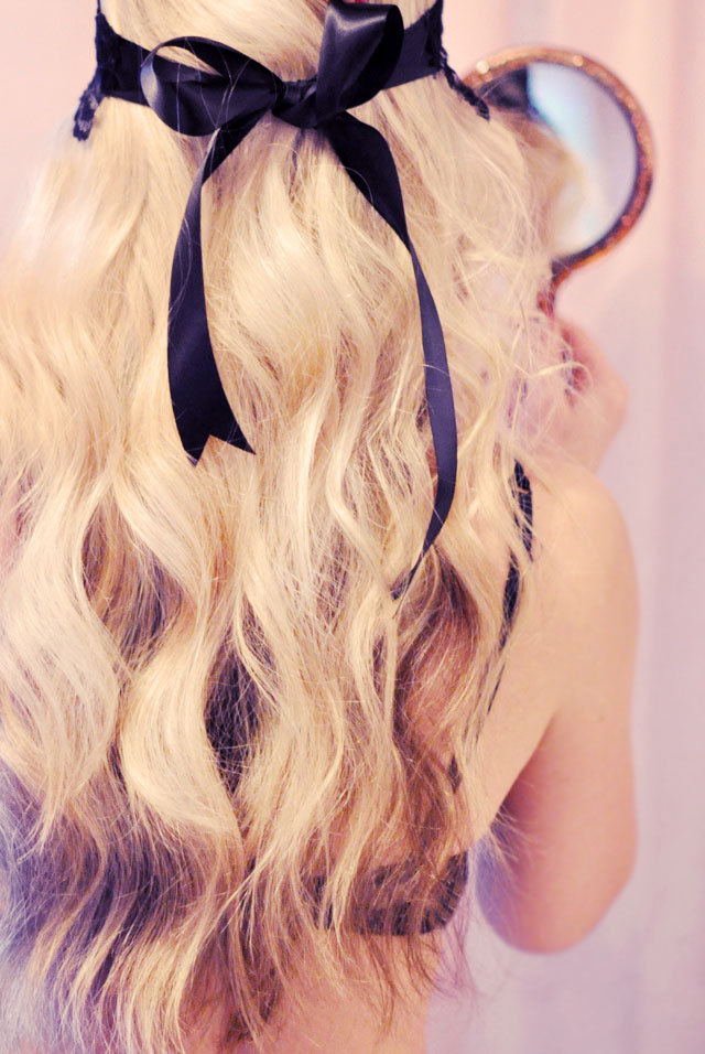 soft beach waves hair tutorial, back of hair with a black bow