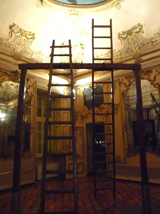 Shit and die - Palazzo Cavour - Torino