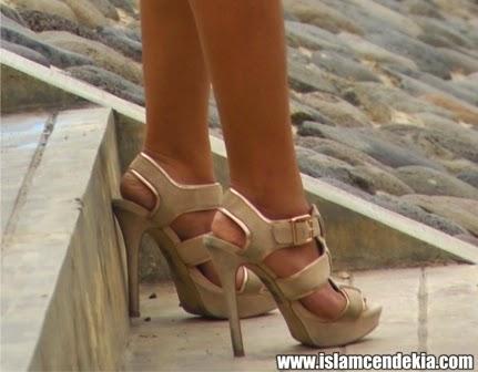 Hukum Memakai Sepatu Hak Tinggi bagi Wanita